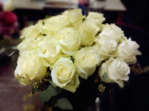 24-white-roses-in-sq