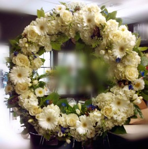 gentle-thoughts-white-wreath-$195