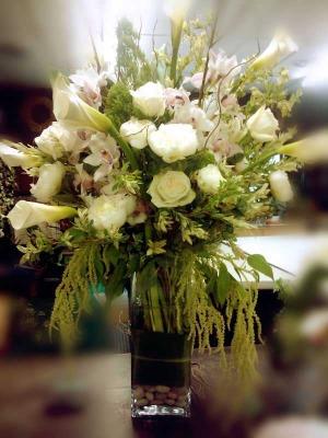 white-gala-w-cymbidium-w-roses